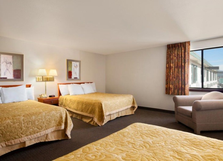 3-Queen-Beds
